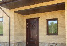 Какая входная дверь подойдет для частного дома