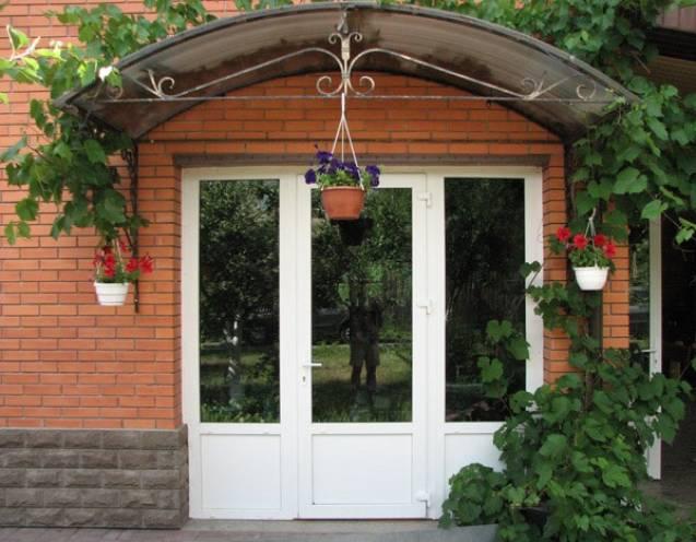 Металлопластиковые двери для дома