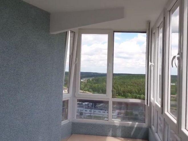 Оформлення балкона декоративною штукатуркою з камінцями