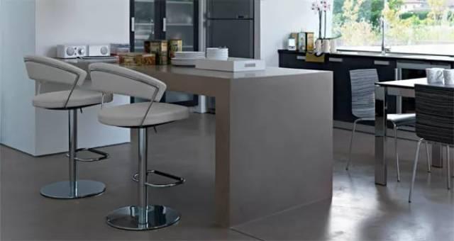 Як вибрати стільці для бару та барний стіл