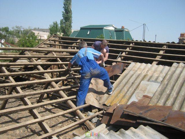 Як провести демонтаж старої покрівлі