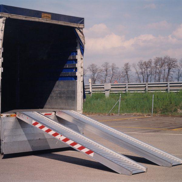 Мобільні рампи, естакади для складу та автомобіля