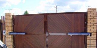 розпашні ворота з сендвіч панелей