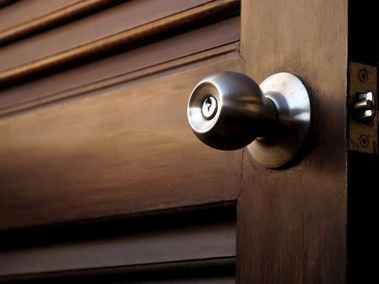 поворотные ручки для дверей